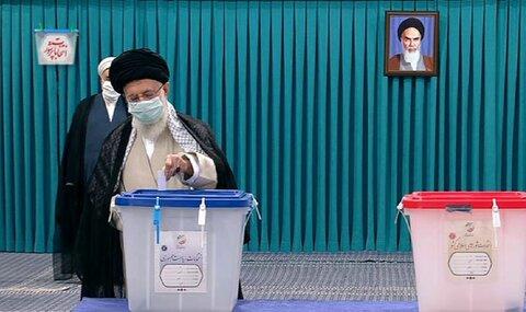 حضرت آیتالله خامنهای رای خود را به صندوق انداختند؛ روز انتخابات، روز ملت ایران برای تعیین سرنوشت است/ ملت ایران از این انتخابات خیر خواهد دید